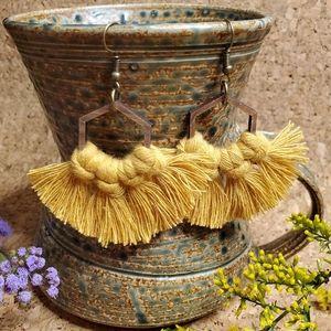 IVY MOUNTAIN CRAFTER Handmade Macrame Earrings